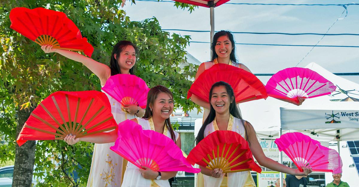 Van Lang Vietnamese Language School Fan Dance Performance